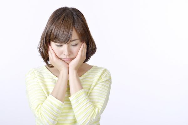乾燥肌に悩む女性