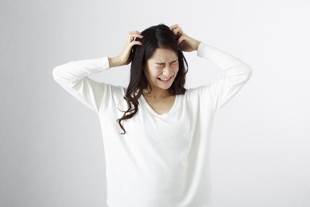 頭皮に悩む女性