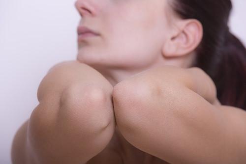 Darkening of the elbow